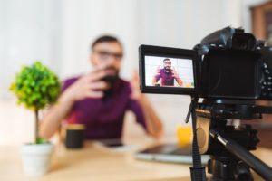 camera 300x200 - Influenciador Digital: será que vale a pena para a sua empresa?